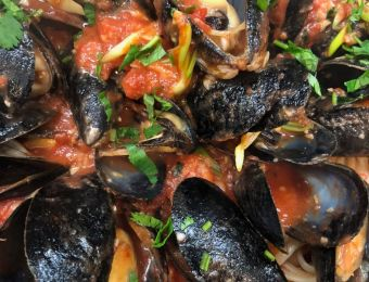 Mussels in Red Pomodoro Souse Over Pasta